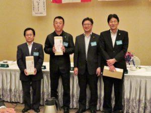 7月に誕生日を迎えられる方々を祝福栗山則博さん、倉田貴さん、佐藤賢さん