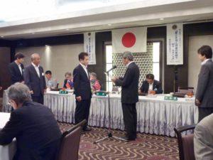 髙田健司さんへ地区名誉顧問への任命書を伝達