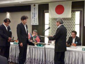 栗山則博さんへキャビネット副幹事への任命書を伝達