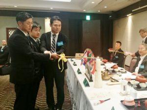新会員入会式。前田康光さん、村上勝利さん、林内律之さんをお迎えしました