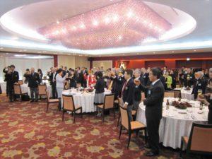 髙田健司地区名誉顧問のご発声による乾杯 多くの方々にご参加いただきました