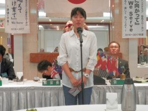 奨学金を贈呈された福山市立大学の中国人留学生。