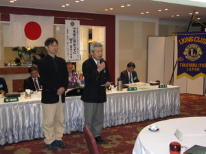 お礼を述べられる福山ミニバスケットボール連盟の会長