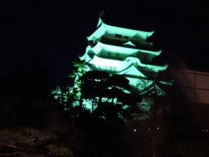 ライトアップされた福山城北面。