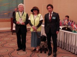福山ハーネスの会へ協賛金が贈呈されました。次年度の高田信吾会長と記念撮影。