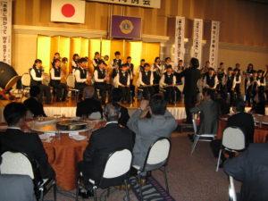 演奏を披露し懇親会を盛り上げてくれた神辺旭高校の吹奏楽部。