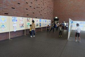 お立ち寄りの際には、是非子ども達が描く「平和の未来」をご鑑賞ください