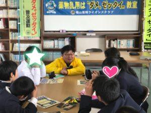 小林さん 児童達と打ち解けています